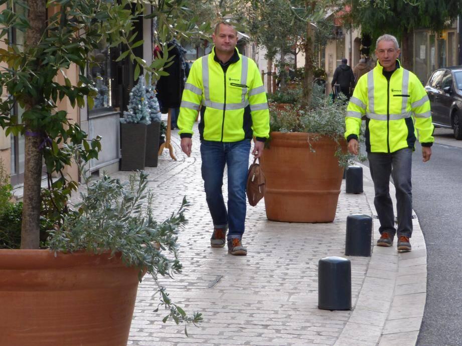 Les efforts des services techniques (ici à gauche Jérôme Bucher, directeur du centre technique municipal et Philippe Castel, responsable des Espaces verts) ont payé.