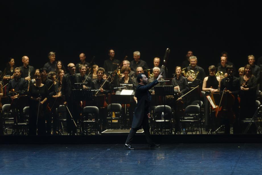Plus de 250 artistes étaient réunis sur scène.
