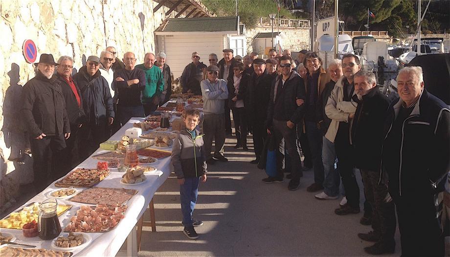 Nombreux étaient les membres de l'UPB venus fêter la fin d'année sur le port.(DR)