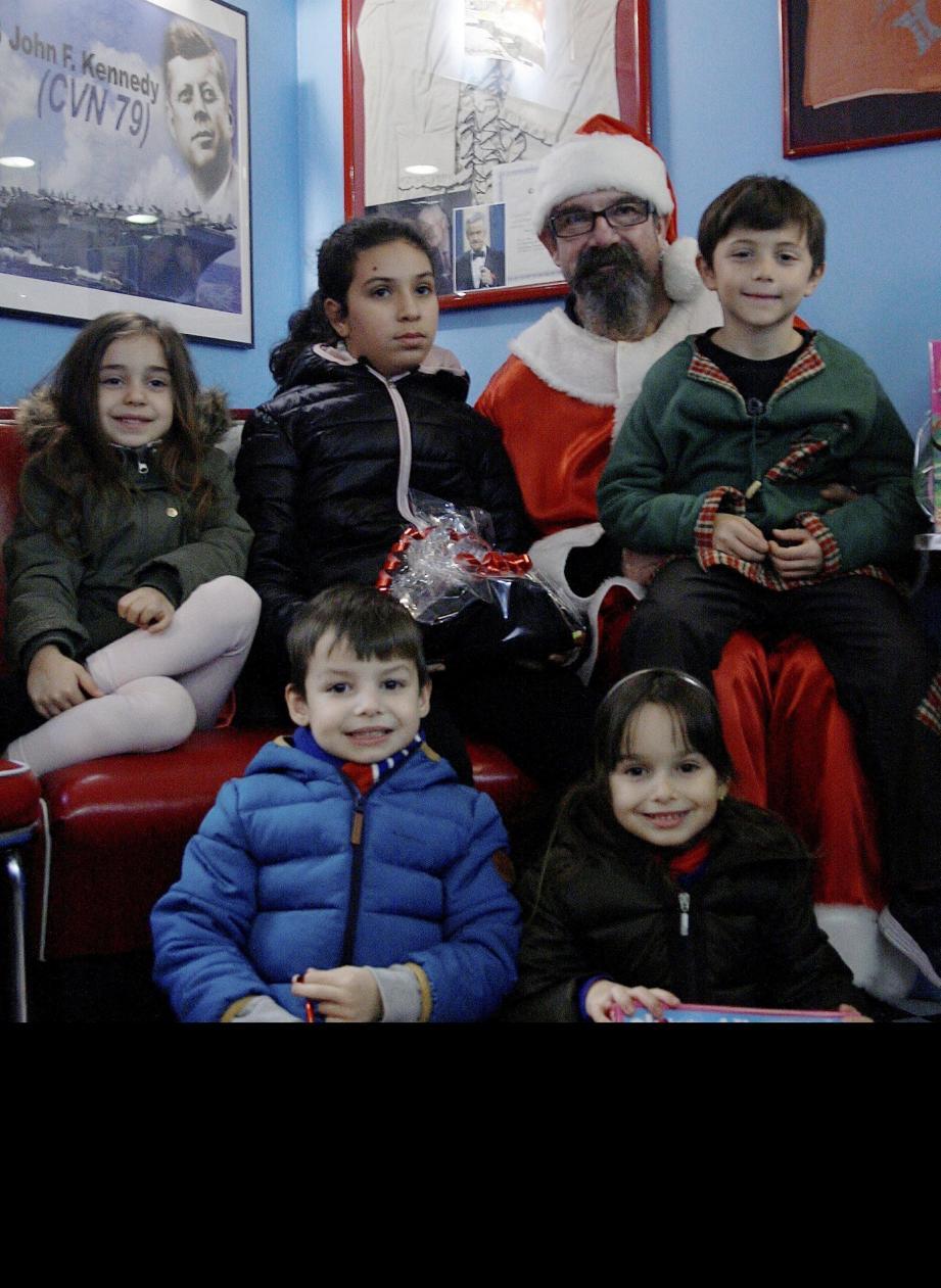 Cadeaux, sourires d'enfants et Père Noël, voici la recette du « Vintage » pour passer de bonnes fêtes de fin d'année.