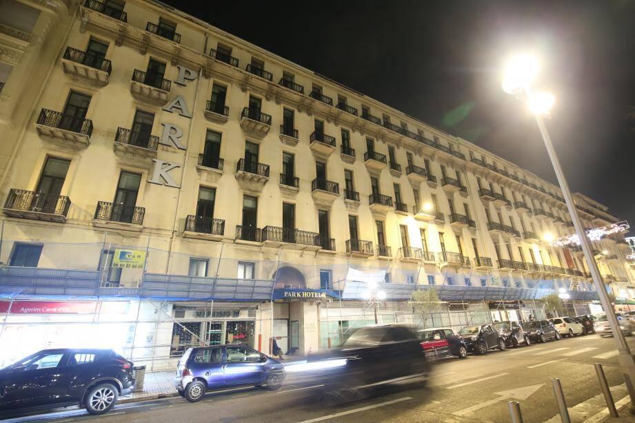 Fermé depuis cet été, le Boscolo Park hôtel a été vendu au groupe belge City mall qui ambitionne de transformer l'établissement en 5-étoiles surplombant une dizaine de boutiques haut de gamme. Un projet destiné à redonner Le goût du luxe à cette partie de l'avenue de Suède…