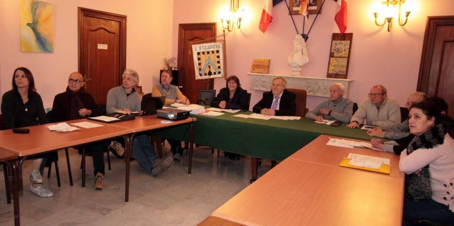 Le conseil municipal a délibéré sur deux dossiers importants de la vie de la commune. En plus de la désignation du prestataire du nouveau commerce alimentaire, la restauration du clocher et du carillon de l'église Saint-Pierre-ès-Liens était également à l'ordre du jour.
