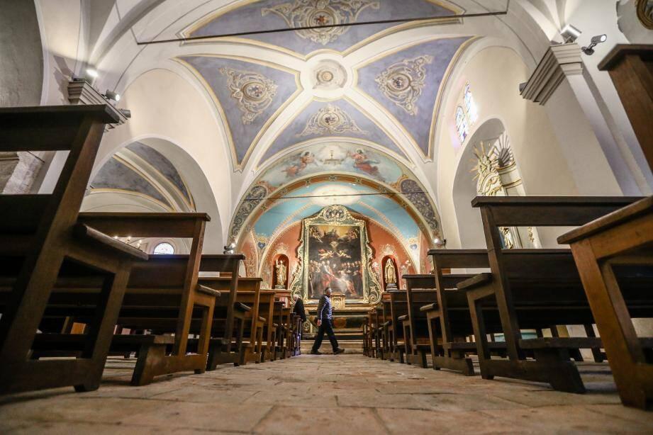La nef a été décroûtée au scalpel puis restaurée avec ses couleurs d'origine.