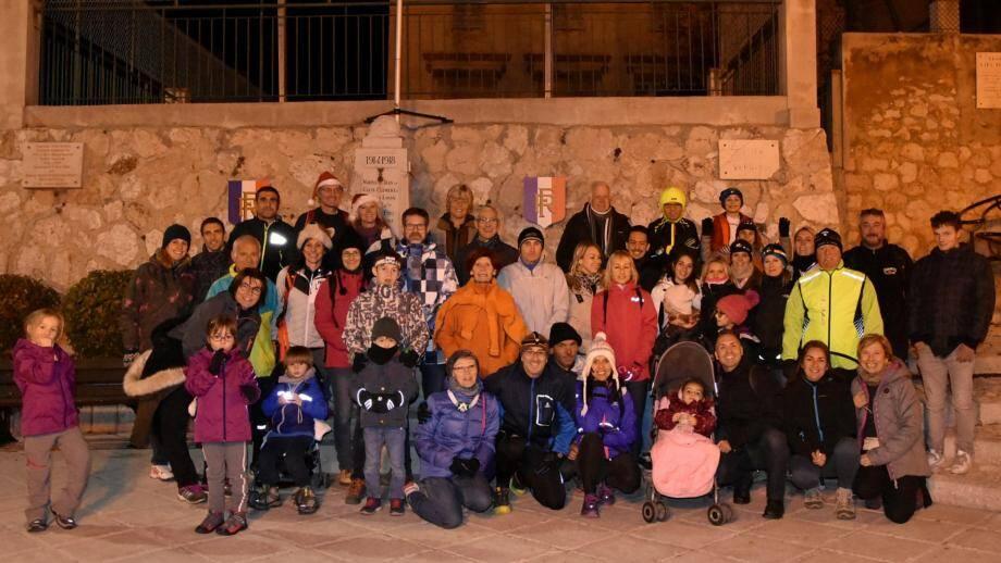 Les participants, rassemblés juste avant le départ de cette 2e édition, au profit du Téléthon.