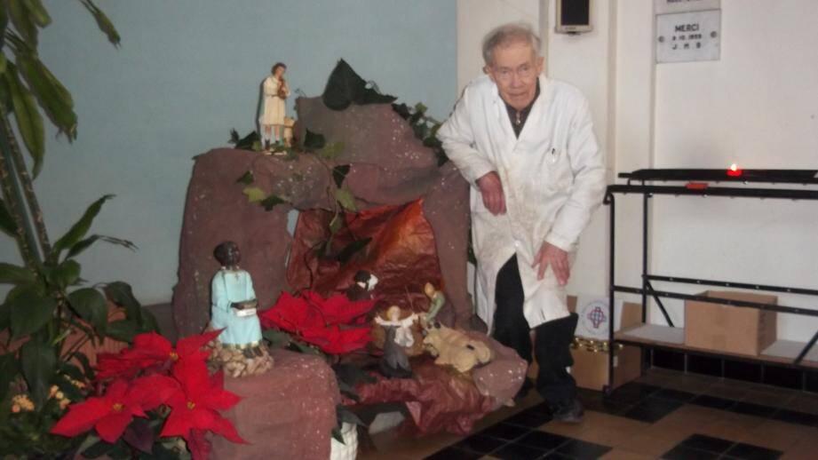 Jacques Brossius, 86 ans, a installé la crèche à la chapelle de Garavan pour la 50e année consécutive.(DR)