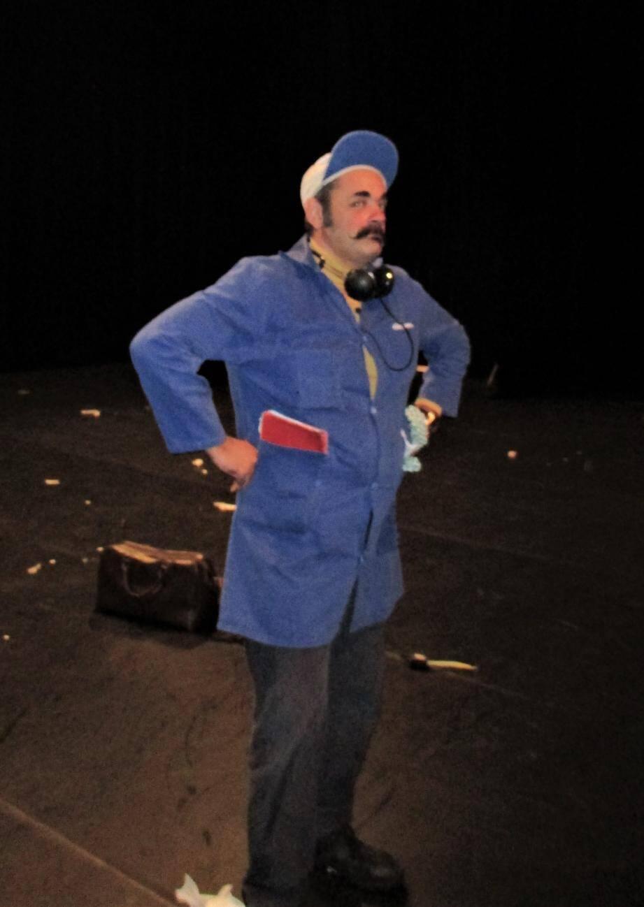 Monsieur Mouche, de la compagnie Gorgomar, était le spectacle de Noël offert par la Ville aux scolaires.