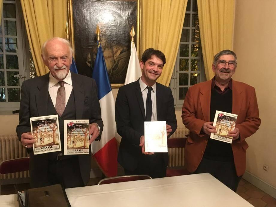 C'est à la Villa Fragonard que Robert Verlaque (à droite) a présenté la verison anglaise de son ouvrage, aux côtés de Jérôme Viaud, maire de Grasse et du professeur Keith Camedon.