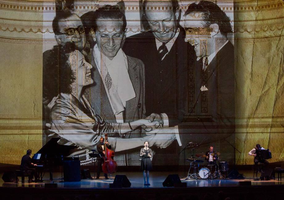Le 6 janvier dernier, le spectacle était donné au Carnegie Hall en écho au concert d'Édith Piaf dans cette salle new-yorkaise mythique en janvier 1957.(DR)