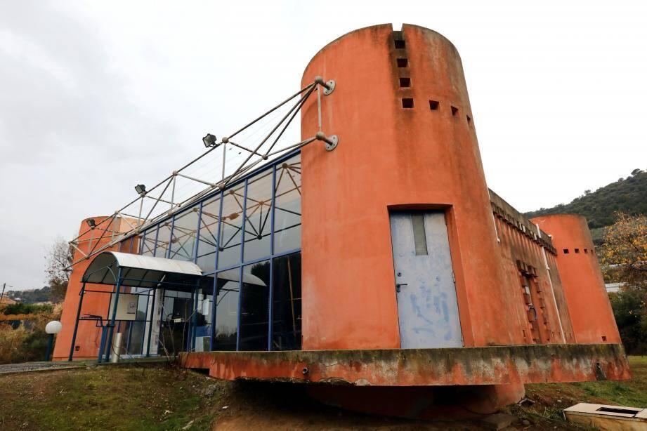 La salle des agriculteurs du CREAT, conçue comme leur « Fort Saganne », vouée à destruction.