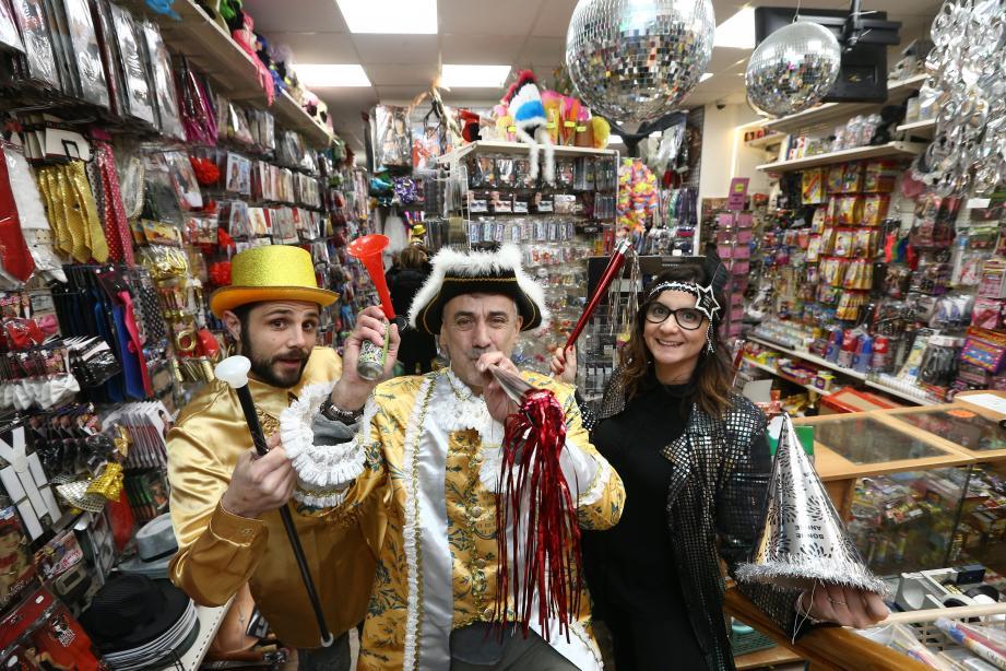 Julie, Frédéric (au milieu) et Arnaud : pour ce trio drôlement infernal, l'amusement du réveillon c'est du sérieux…