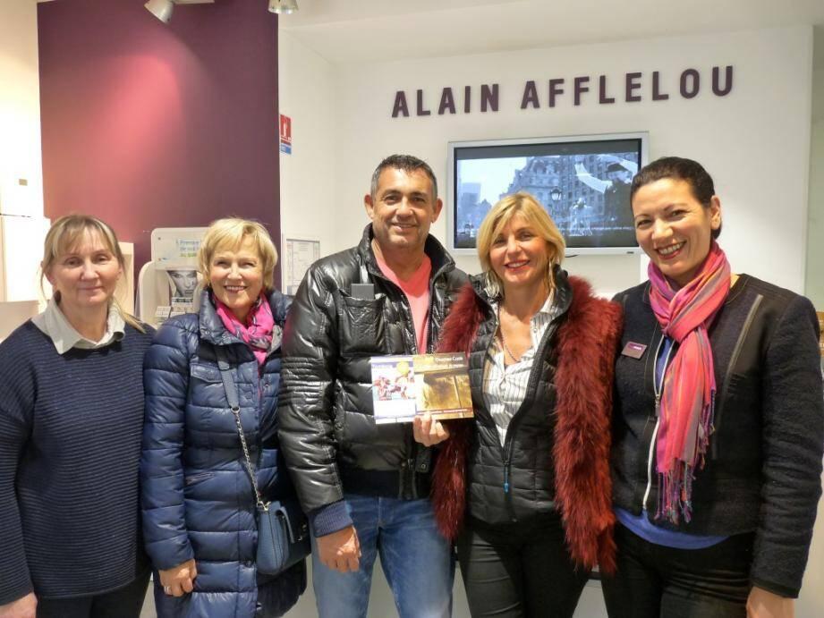 Au centre Bruno Legret et Christine Basquin, entourés de la sympathique équipe de la boutique Afflelou et de Sylvia Perrin.