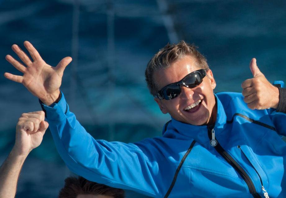 Samedi 5 septembre 2009 à Hyères. L'Hydroptère d'Alain Thébault bat un premier record du monde de vitesse avec un run à 51,36 nœuds.