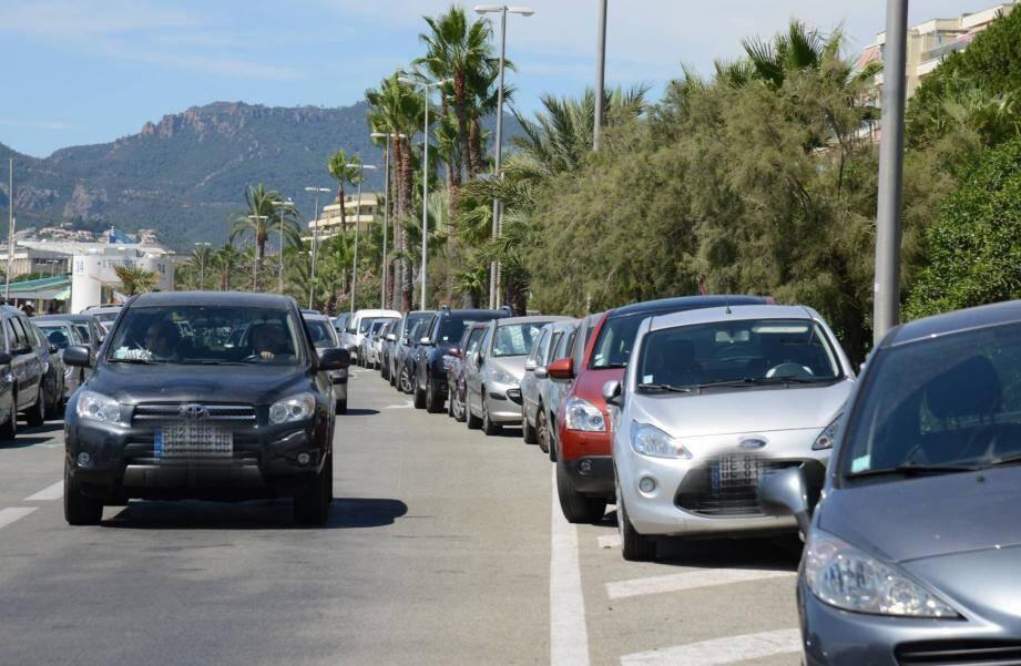 Le stationnement sur le boulevard du Midi à Cannes.