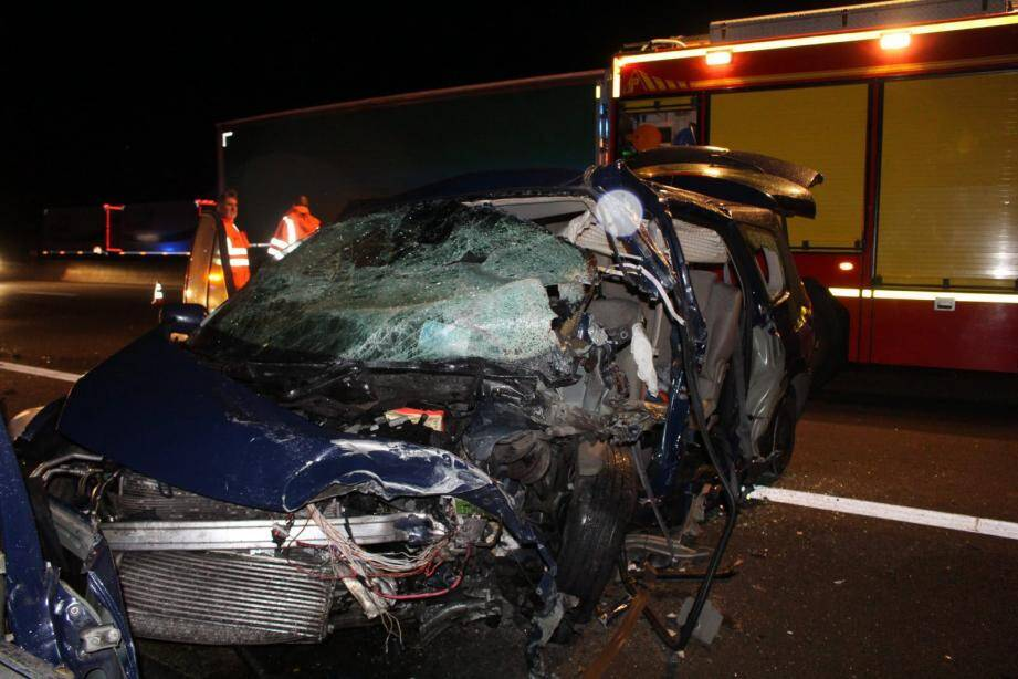 La famille a été percutée par une voiture qui arrivait à contresens sur l'autoroute.