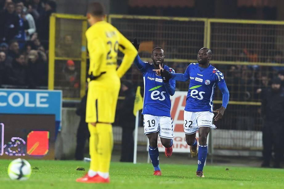 Le fils de Paul Bahoken, ancien international camerounais, a débuté chez les pros sous le maillot des Aiglons lors de la saison 2010-11.