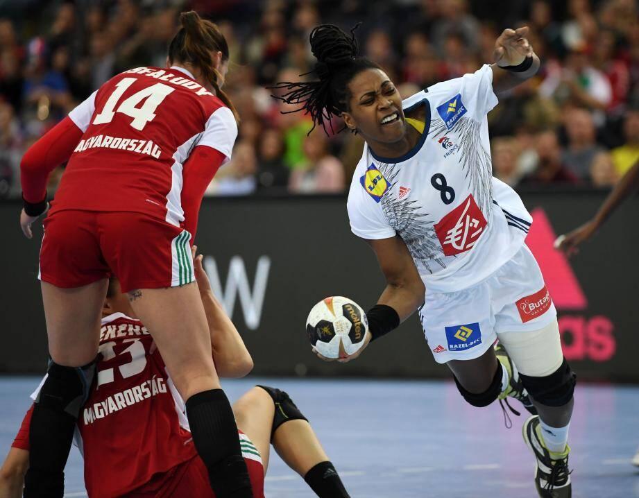 Laurisa Landre contre la Norvège en finale de la Coupe du Monde en Allemagne.