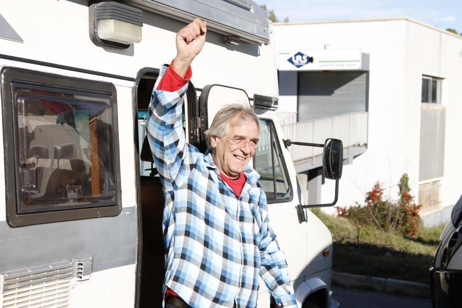 Robert Natali est un homme heureux. Dans la rue il y a encore quelques jours, un élan de solidarité lui a permis de retrouver un toit afin de passer de belles fêtes de fin d'année