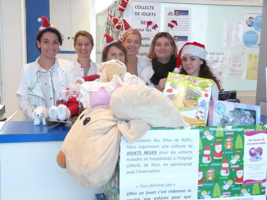 Kelly, Edwige, Elodie, Nelly, Cécilia, Marie et Nathalie... Toute l'équipe du laboratoire de la Gare vous attend nombreux pour déposer des jouets neufs pour le Noël des enfants malades et hospitalisés.