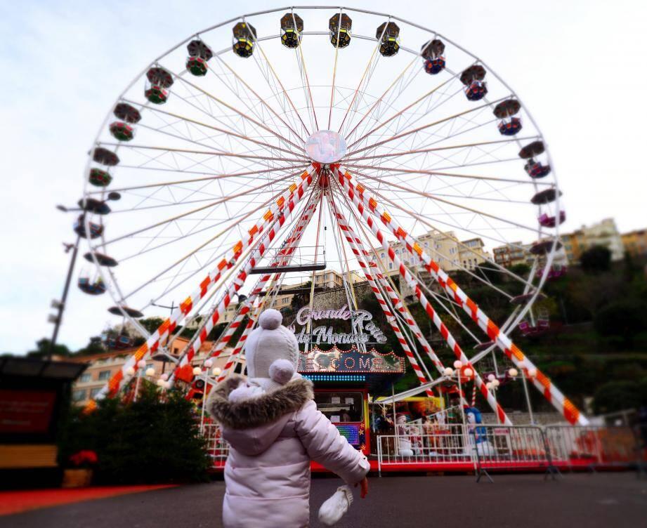 La grande roue est l'activité incontournable du marché de Noël.