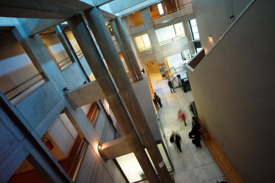 Prison ferme et amende pour l'importateur de méthamphétamine, devant le tribunal correctionnel de Draguignan.