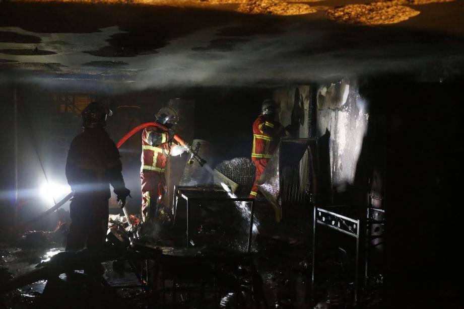 L'incendie s'est déclaré dans le local du chantier, où était entreposé du matériel.