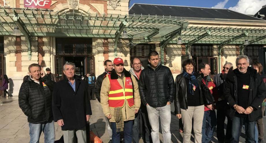 La CGT mobilisée ce vendredi matin à la gare Thiers de Nice contre la suppression des trains de nuit.