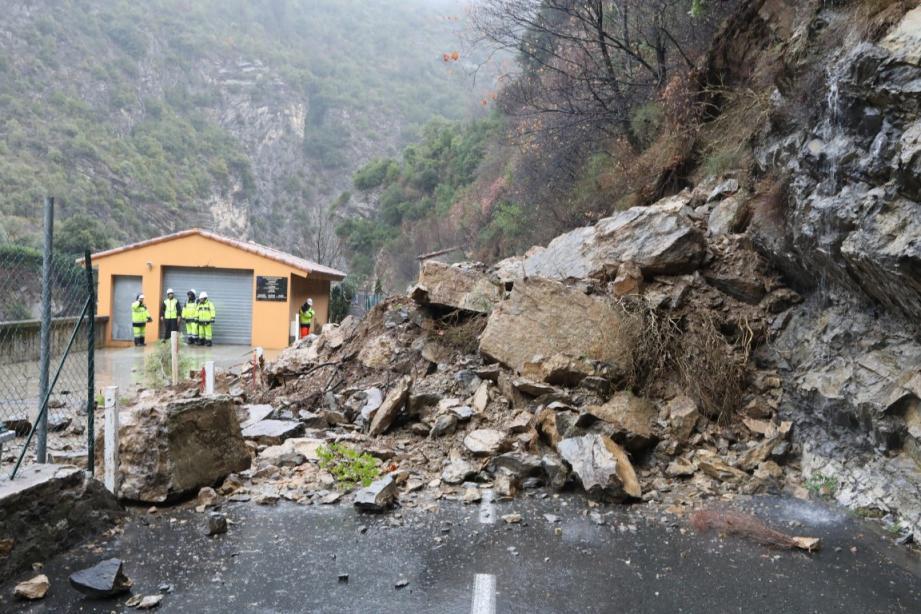 Plus de 600 tonnes de gravats se sont déversées sur la chaussée.