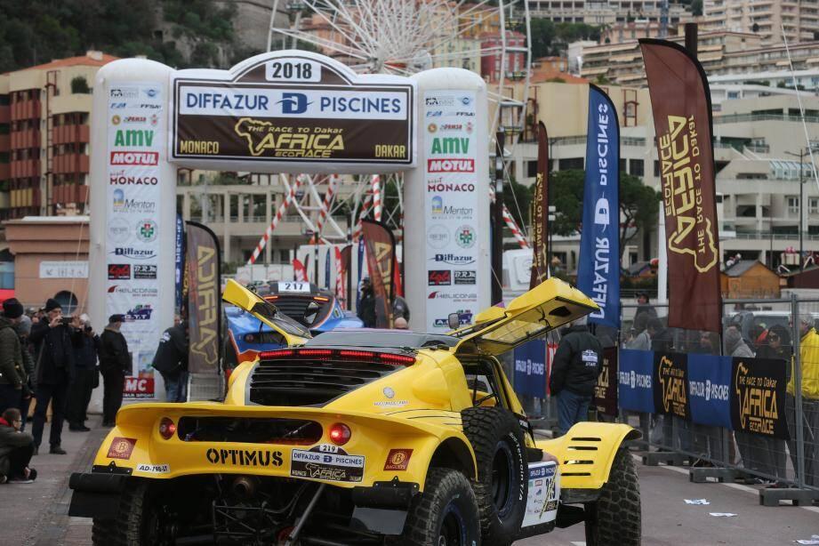 Monstres mécaniques en tous genres ont défilé sur le quai Antoine-1er, avant de s'engager pour 2 semaines de rallye en Afrique du Nord.(Photos Cyril Dodergny