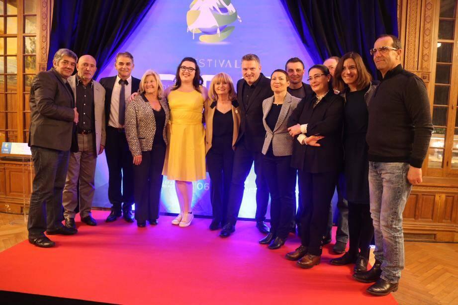 Une partie de l'équipe du Festival du rire en montagne, avec notamment, à gauche, Bernard Lubrano, programmateur du festival et l'humoriste Milouchka, en jaune.