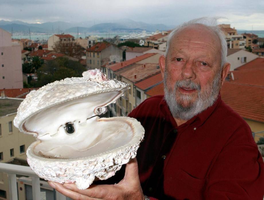 Cette Légion d'Honneur salue l'œuvre du président fondateur du Festival mondial de l'image sous-marine qui avait dû s'exiler à Marseille afin de poursuivre sa manifestation.