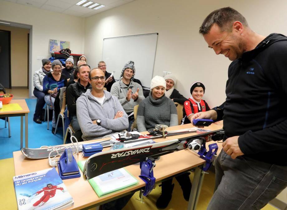 L'entretien du matériel au programme de la formation de l'équipe des futurs moniteurs du ski club, mercredi à La Passerelle.