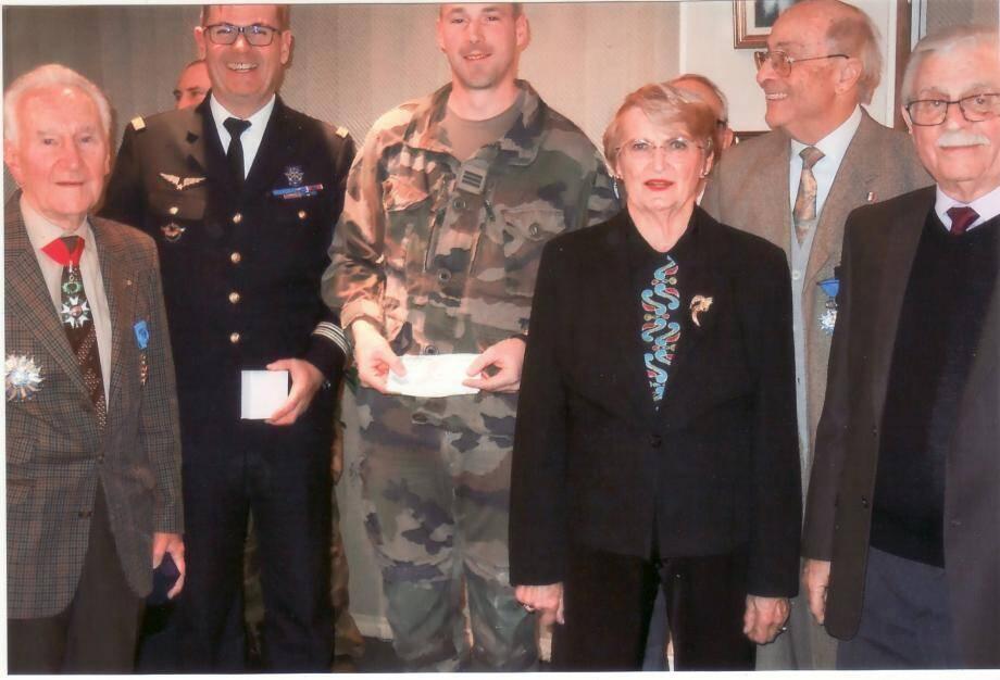 Michel Cornebois, président de l'UNC-06, Philippe Bocquet, délégué militaire départemental, et le capitaine Benoît, chef de détachement de Sentinelle.(D. R.)