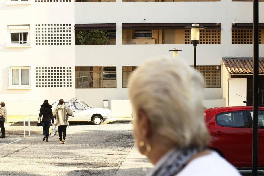 La Ville annonce sa stratégie : elle achètera des logements déjà existants pour les réhabiliter en logements sociaux.