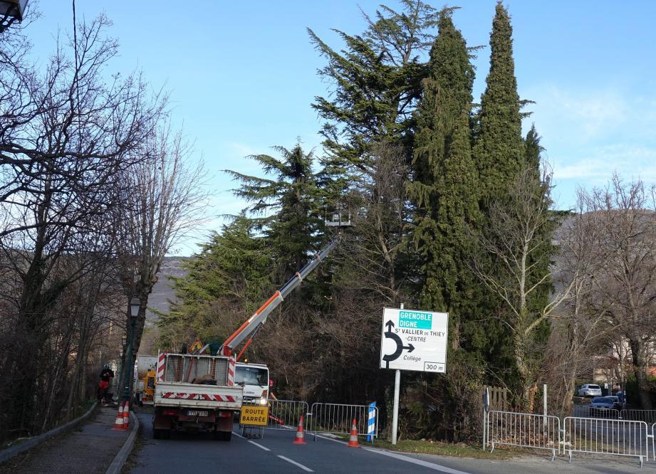 La route départementale 6085 a été coupée plusieurs heures.