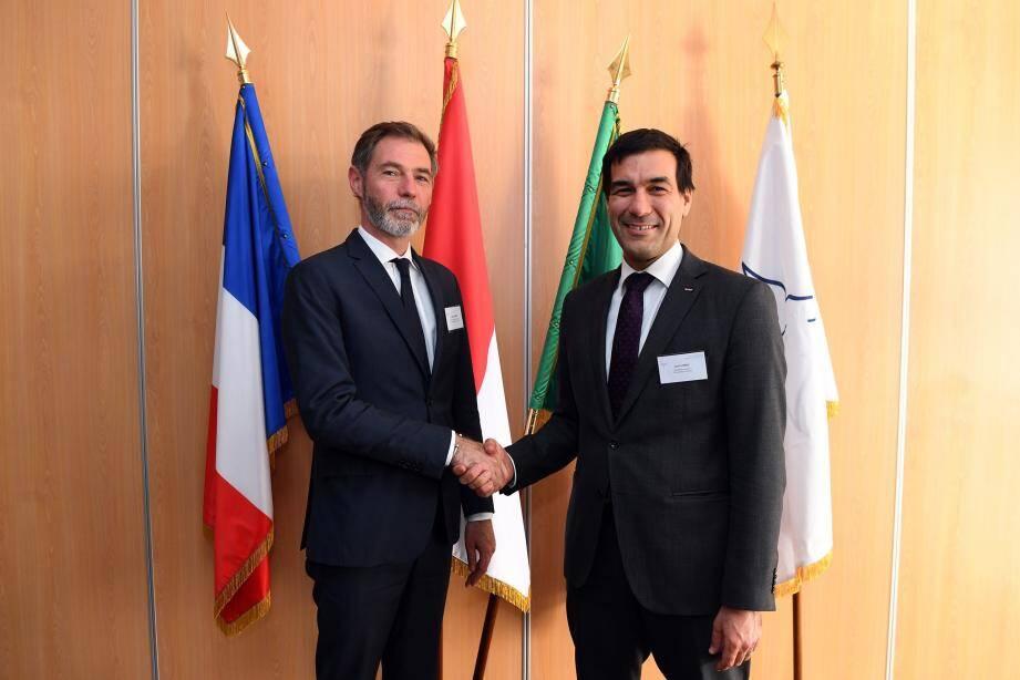Ludovic Schultz, chef de la délégation française, représentant Xavier Sticker,  et Cyril Gomez, chef de la délégation monégasque.