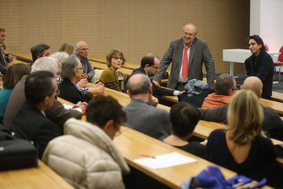 Frédéric Laurent, membre fondateur de Libération, et son fils Jérémie, réalisateur, se sont prêtés au jeu des questions réponses suite à la projection de leur documentaire, hier, au Lycée technique.
