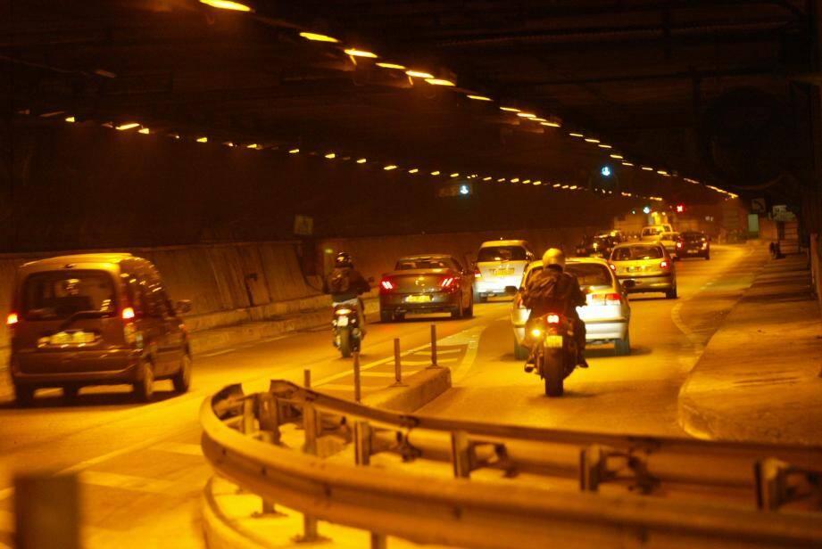 Le tunnel Liautaud a aussi une fonction hydraulique en cas de crue pour faciliter l'écoulement vers la mer. Le délai nécessaire à sa fermeture est d'une heure et quarante minutes.