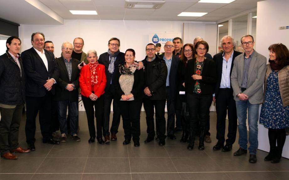 Les élus et les principaux partenaires avec les dirigeants des nouvelles installations de l'Aspi et ES Propreté.