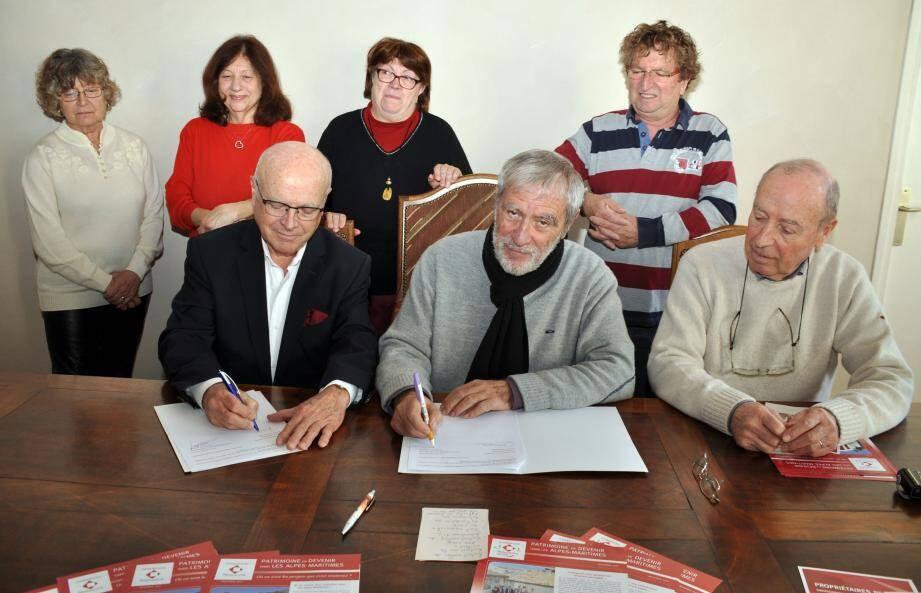 La poursuite de la rénovation de la vacherie de Douinas - qui avait fait l'objet, en février, d'une convention avec la Fondation du patrimoine - fait partie des projets forts menés par la municipalité d'Edgar Malaussena (au centre) dans les mois à venir.