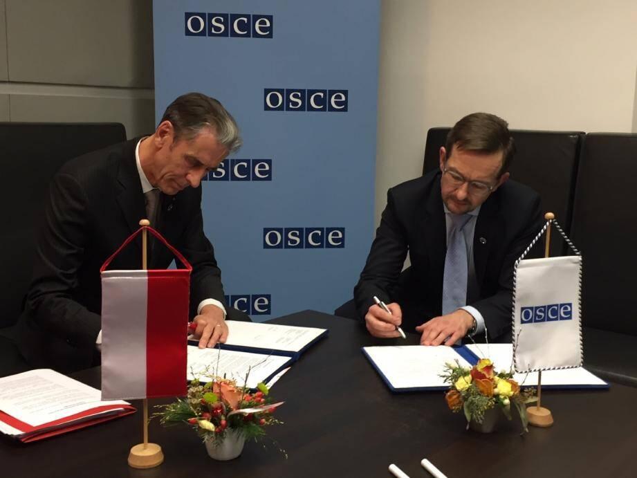Gilles Tonelli, conseiller de gouvernement-ministre des Relations Extérieures, et Thomas Greminger, secrétaire général de l'OSCE.
