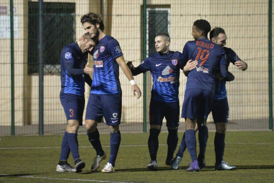 Une victoire face à la lanterne rouge permettrait aux Grassois (ici Minasi, Onda, Malatini, Robalo et Medjian) de se positionner en milieu de tableau.