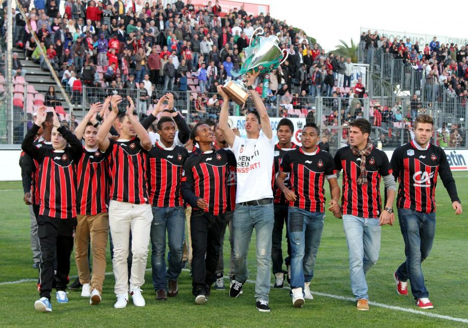Au stade du Ray, Mouez Hassen et consorts présentaient leur trophée. L'un des rares titres nationaux qu'il manquait au palmarès du club.