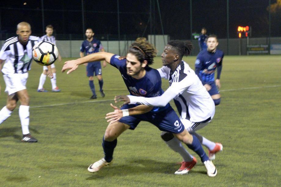 Jacques Onda a offert la victoire aux Grassois sur un but de la tête peu après l'heure de jeu.