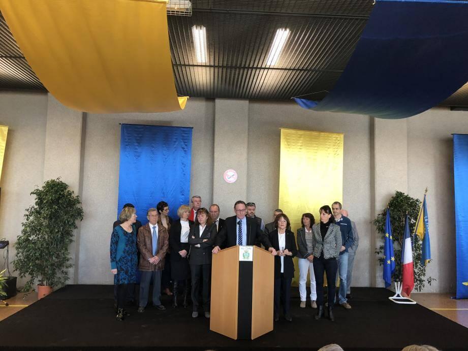 Jean-Jacques Raffaele et les conseillers municipaux de la majorité et de l'opposition étaient hier réunis face à la population turbiasque.