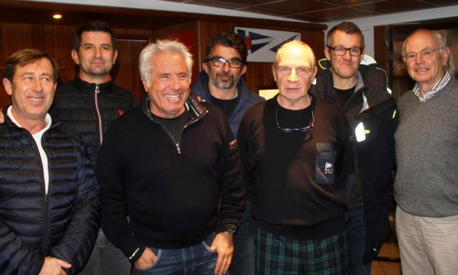 Les vainqueurs réunis aux côtés de Jacques Flori, président du YCC et Jean-Pierre Champio, ex-président de la FFV.