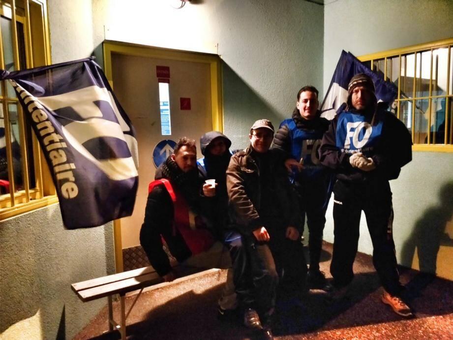 Hier, dès 6 heures, les personnels pénitentiaires portaient leurs revendications devant la prison de Grasse.