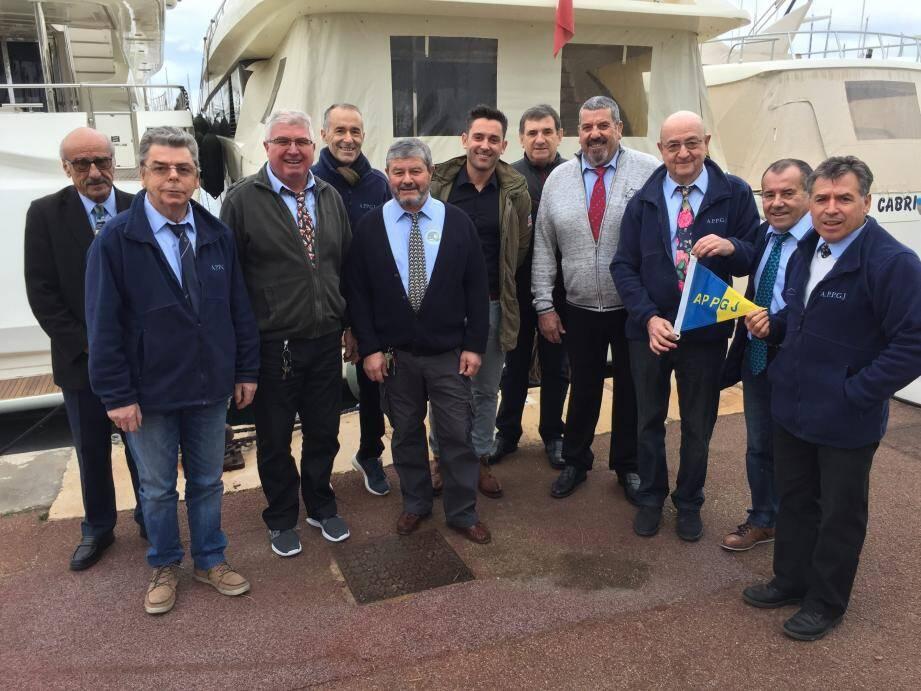 Le bureau de l'association des Pêcheurs-Plaisanciers autour de son président Noël Allo.