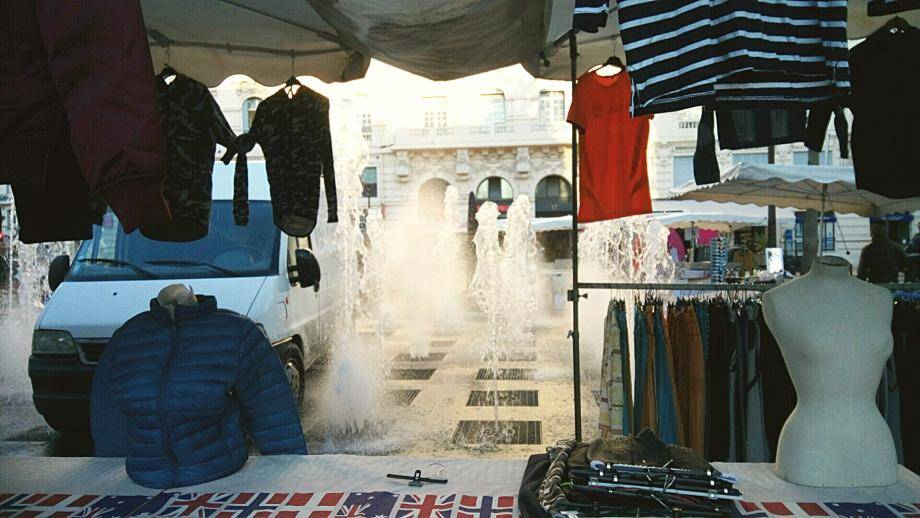 Les jets d'eau de la place De-Gaulle sont devenus un peu fous hier matin...(DR)