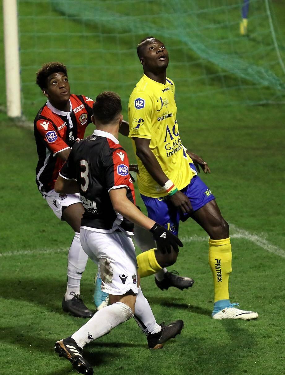 Les Toulonnais (ici Diallo contre Nice) peuvent de nouveau regarder vers le haut du classement.