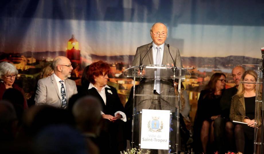 Comme à son habitude, le maire, Jean-Pierre Tuveri a orchestré la cérémonie, faisant appel à ses adjoints selon leurs spécialités pour présenter les dossiers passés et à venir.